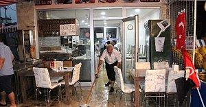 Dükkanlar 10 Dakikada Sular İçinde Kaldı