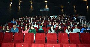 Fen Lisesi Öğrencileri Sinemada