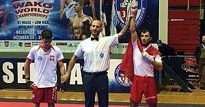 Rus Rakibini Devirerek Dünya Şampiyonu