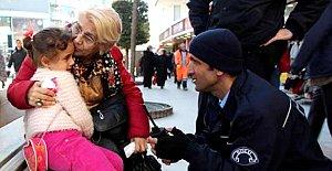 Anne ve babasını kaybeden Iraklı çocuk gözyaşlarına boğuldu