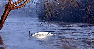 Irmak Yükseldi, Köprüler Kapandı,...