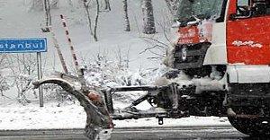 Kar, Bolu Dağı'nda ulaşımı zorlaştırdı