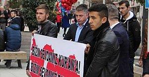 Sevgililer Günü'nü protesto edip Kuran-ı Kerim dağıttılar