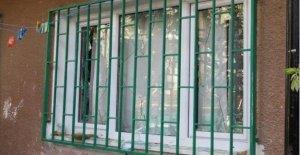 Beratcan'ın ailesinin evine taşlı saldırı