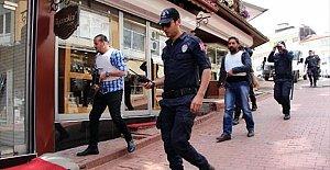 Kar maskeli 2 kişi kısa sürede yakalandı