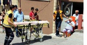 Kapısı itfaiye tarafından açılarak hastaneye kaldırıldı