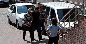 2 Polis Darbeyi Övmekten Tutuklandı