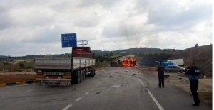 TIR'ın çarptığı tanker alev alev yandı