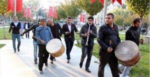 HDP İl Başkanı gözaltına alındı, BBP'li davul zurna çaldırdı