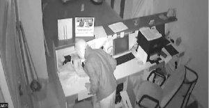 İş yerindeki cep telefonu hırsızlığı güvenlik kamerasında