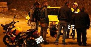 Devrilen motosiklette bulunan yolcu yaralandı