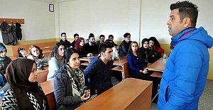 Acar, Öğrencilere Tecrübelerini Anlattı