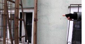 Asma kilitli yangın merdiveni, 2 kişiyi görevinden etti