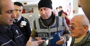 Emekli askeri dolandırılmaktan polis kurtardı