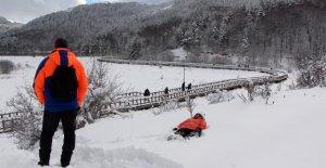 Karla kaplı Abant'a tatilci akını