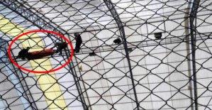Halı sahanın çatısında akıma kapılan işçi yaralandı