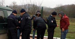 Minibüste uyuşturucu kullanan 3 kişiye gözaltı