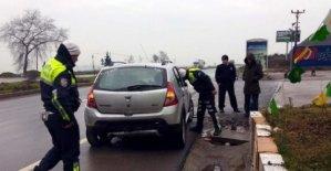 Otomobil Kaldırıma Çarptı: 5 yaralı
