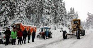 Tatilcilerin yardımına köylüler koştu
