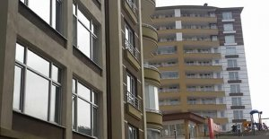 6'ncı kattan düşen çocuk yaralı kurtudu