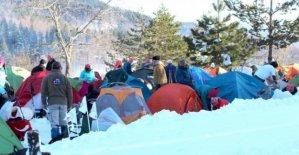 İstiklal Yolu yürüyüşünde 1 metre karda kamp