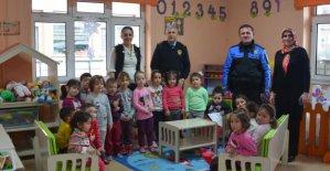 Polis Amcalardan Miniklere Ziyaret