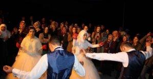 İki kardeş birlikte düğün yaptı