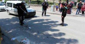 Kamyonetin çarptığı kadın yaralandı