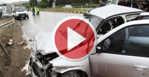 Otomobil kamyonla çarpıştı: 3 ölü
