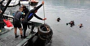 Denizden otomobil lastikleri çıktı