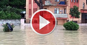 İlçeyi Sel Bastı, Evler Su Altında Kaldı
