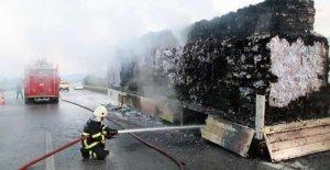 Kağıt yüklü TIR'da yangın