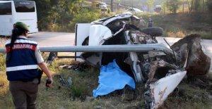 Otomobil direğe çarptı: 1 ölü