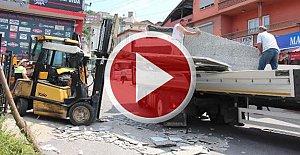 Mermer plakaların altında kalan işçi ağır yaralandı