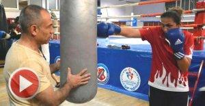 Milli boksör, Dünya şampiyonasına polis antrenörüyle hazırlanıyor