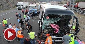 Yolcu otobüsüyle kamyon çarpıştı: 1 ölü, 21 yaralı