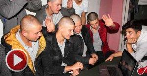 12 liseli, lösemi hastası arkadaşları için saçlarını kazıttı