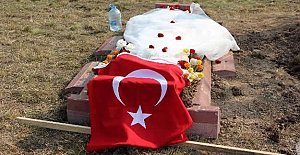 Gelinliğini Şehit Eşinin Mezarına...