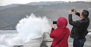 Karadeniz Coştu, Vatandaş Fırsatı Kaçırmadı