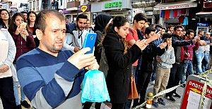 Şüpheli çanta için vatandaşlar canlı yayın yaptı
