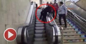 Yürüyen Merdivene Ters Binince...