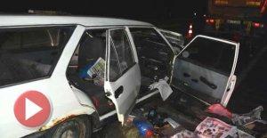 Otomobil, TIR'a çarptı 2 ölü, 1 yaralı