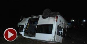 Cenaze yolunda kaza: 1 ölü, 11 yaralı
