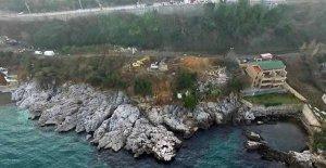 Deniz kenarındaki kaçak yapılar yıkılmaya başlandı