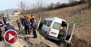 Kanser taramasından dönen köylüleri taşıyan minibüs devrildi:9 Yaralı