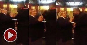 Fenomen Çift Ahırdaki aşk dansını asansöre taşıdı