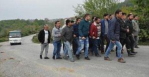 Eylemci madenciler, servis araçlarını yavaşlattı