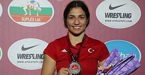 Kadın Güreşçilerden Bir Madalya Daha
