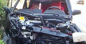 Otomobil Duvara Çarptı: 1 Ölü, 1 Yaralı