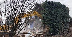 3 Katlı Metruk Bina Yıkıldı